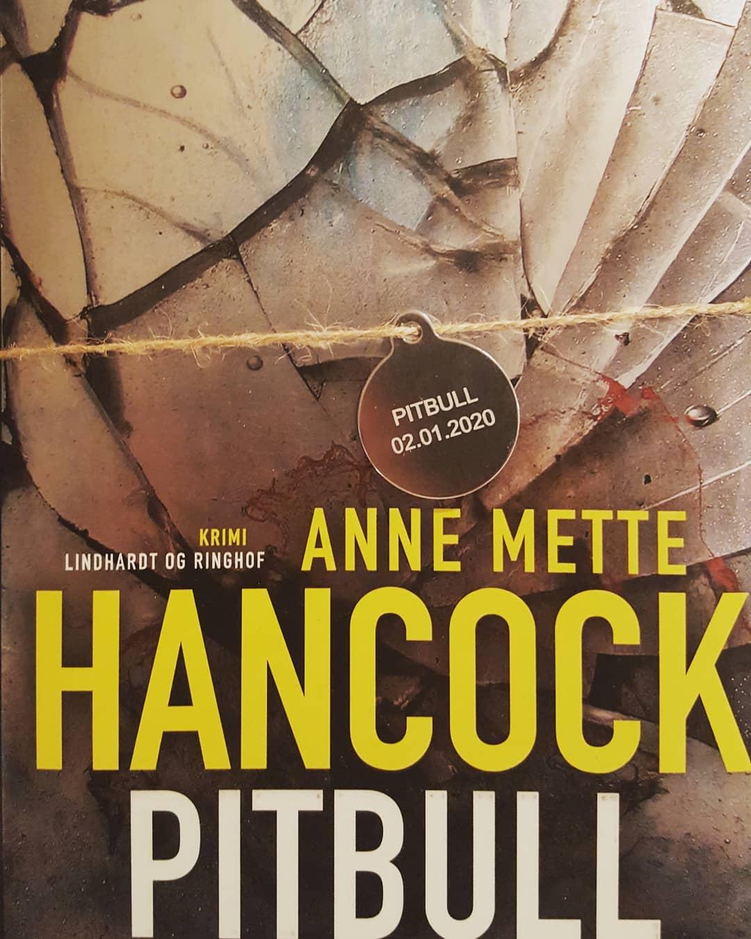 Pitbull af Anne Mette Hancock